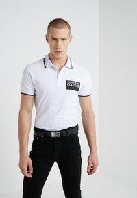 Versace Jeans Couture - Poloskjorter - bianco ottico - 0