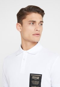 Versace Jeans Couture - LABEL POLO - Polo shirt - white - 3