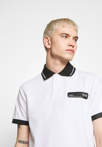 Versace Jeans Couture - PATCH - Poloshirt - white - 4