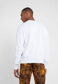 Versace Jeans Couture - FELPE UOMO - Collegepaita - bianco ottico - 2