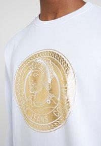 Versace Jeans Couture - FELPE UOMO - Collegepaita - bianco ottico - 5
