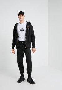 Versace Jeans Couture - FELPE UOMO - Zip-up hoodie - nero - 1
