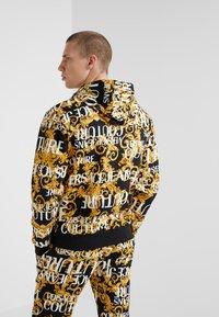 Versace Jeans Couture - ZIP THROUGH HOODIE - Zip-up hoodie - nero - 2