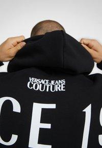 Versace Jeans Couture - HOODIE - Sweat à capuche - black - 4