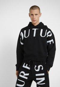 Versace Jeans Couture - HOODIE - Sweat à capuche - black - 0