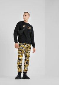 Versace Jeans Couture - LOGO  - Sweatshirt - black - 1