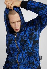 Versace Jeans Couture - BAROQUE ZIP HOODIE - Bluza rozpinana - dark blue - 3
