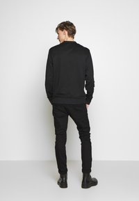 Versace Jeans Couture - CREW WITHOUT THE 'BE BAROQUE' PATCH - Sweat à capuche - black - 2