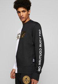 Versace Jeans Couture - CREW BLOCK - Sweater - black - 3