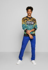 Versace Jeans Couture - CREW ALLOVER LEO  - Sweater - pure mint - 1