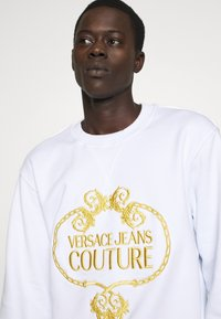Versace Jeans Couture - CREW - Sweatshirts - white - 4