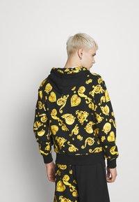 Versace Jeans Couture - ZIP HOODIE GIOIELLI PRINT - Hoodie met rits - black - 2