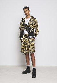 Versace Jeans Couture - Hoodie met rits - nero - 1