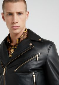 Versace Jeans Couture - CAPOSPALLA  - Leather jacket - nero - 4