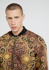 Versace Jeans Couture - GIUBBETTI UOMO - Bomberjacke - gold