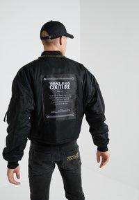 Versace Jeans Couture - GIUBBETTI UOMO - Chaquetas bomber - nero - 2