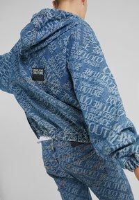 Versace Jeans Couture - Džínová bunda - blue denim - 4