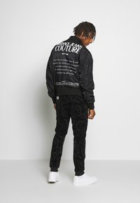 Versace Jeans Couture - REVERSIBLE BOMBER - Bomberjacka - black - 3