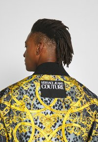 Versace Jeans Couture - REVERSIBLE BOMBER - Bomberjacka - black - 5