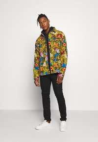 Versace Jeans Couture - JACKET ALLOVER PRINT - Jeansjacke - multi - 1