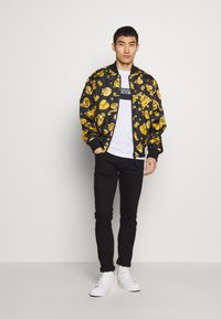 Versace Jeans Couture - ALLOVER GIOIELLI REVERSIBLE - Summer jacket - black - 1
