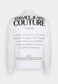 Versace Jeans Couture - RISTOP PRINTED LOGO BAROQUE - Bomber Jacket - bianco ottico - 3