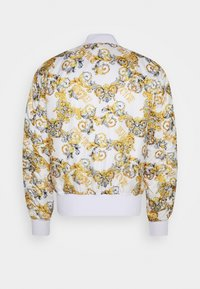 Versace Jeans Couture - RISTOP PRINTED LOGO BAROQUE - Bomber Jacket - bianco ottico - 1