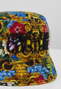 Versace Jeans Couture - BAROQUE PRINTED BUCKET HAT - Hat - multi-coloured - 2