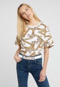 Versace Jeans Couture - LOGO BELT - Riem - bianco ottico - 1