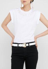 Versace Jeans Couture - BELT - Gürtel - bianco ottico - 1