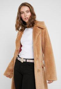 Versace Jeans Couture - Riem - wisteria - 1