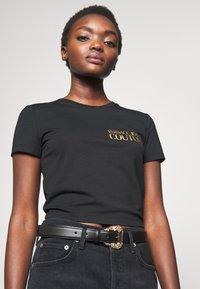 Versace Jeans Couture - BAROQUE PRINT REGULAR BELT - Pásek - black - 1