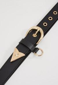 Versace Jeans Couture - HORSESHOE BUCKLE STUDDED BELT - Pásek - black - 5