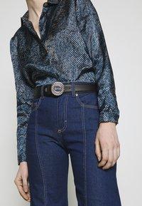 Versace Jeans Couture - CIRCLE LOGO METALLIC BELT - Pásek - nero - 1