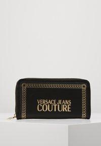 Versace Jeans Couture - PRINT WALLET - Portefeuille - black - 0