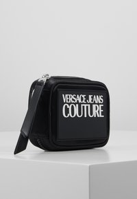 Versace Jeans Couture - TAB SMALL COIN WALLET - Geldbörse - black - 4