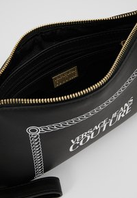 Versace Jeans Couture - Psaníčko - black - 4