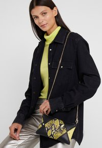 Versace Jeans Couture - Clutch - black/yellow - 1