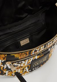 Versace Jeans Couture - BELT BAG - Sac banane - black/gold coloured - 4