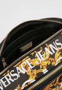 Versace Jeans Couture - CROSSBODY - Taška spříčným popruhem - black - 4