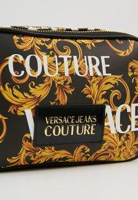 Versace Jeans Couture - CROSSBODY - Taška spříčným popruhem - black - 6