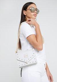 Versace Jeans Couture - STUDS SMALL SHOULDER BAG - Taška spříčným popruhem - bianco ottico - 1