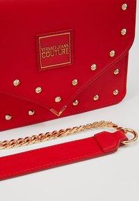 Versace Jeans Couture - STUDS SMALL SHOULDER BAG - Schoudertas - rosso - 6
