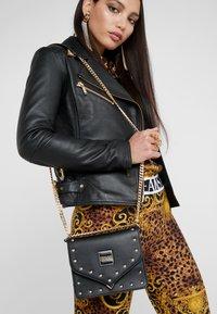Versace Jeans Couture - STUDS SMALL SHOULDER BAG - Umhängetasche - nero - 1