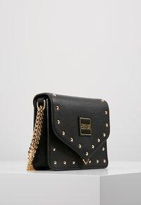 Versace Jeans Couture - STUDS SMALL SHOULDER BAG - Olkalaukku - nero - 3