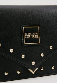 Versace Jeans Couture - STUDS SMALL SHOULDER BAG - Olkalaukku - nero - 6