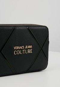 Versace Jeans Couture - DOUBLE ZIP CROSSBODY PATNET - Schoudertas - nero - 6