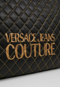 Versace Jeans Couture - SHOPPER QUILTED - Cabas - nero - 6