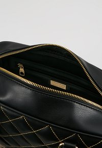 Versace Jeans Couture - QUILTED HANDBAG - Borsa a mano - nero - 4