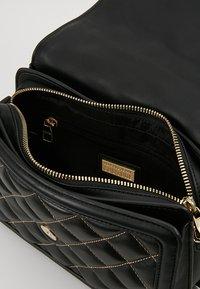 Versace Jeans Couture - BELT BUCKLE BAG QUILTED - Handtas - black - 4